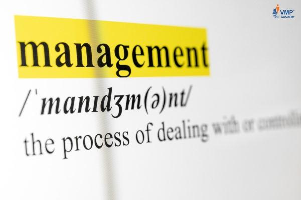 Đừng trở thành nhà quản lý vi mô