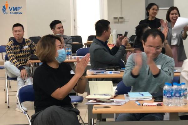 Học viên vui vẻ tham gia hoạt động tại lớp UMM